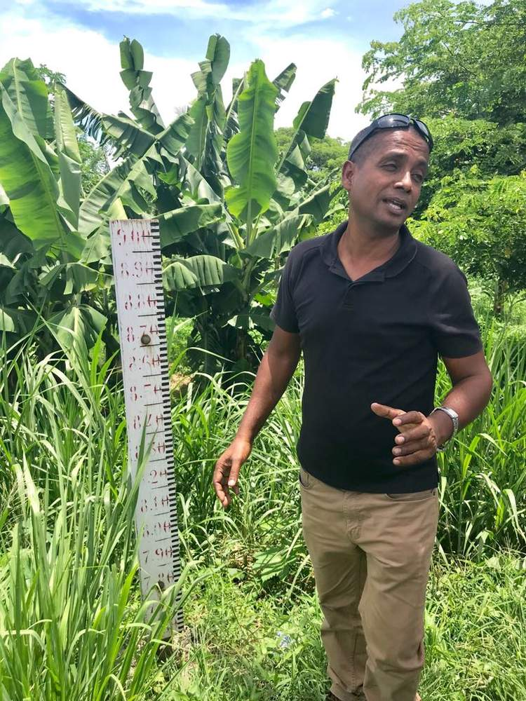 Vinesh Kumar points out flood lines at the Nadi Town bridge to delegates.