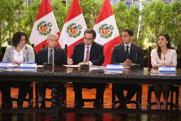 The President of Peru, Martín Vizcarra Cornejo, signs the Framework Law on Climate Change